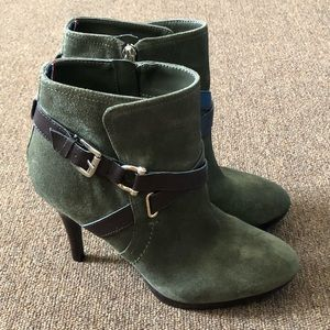 Tommy Hilfiger Booties!!